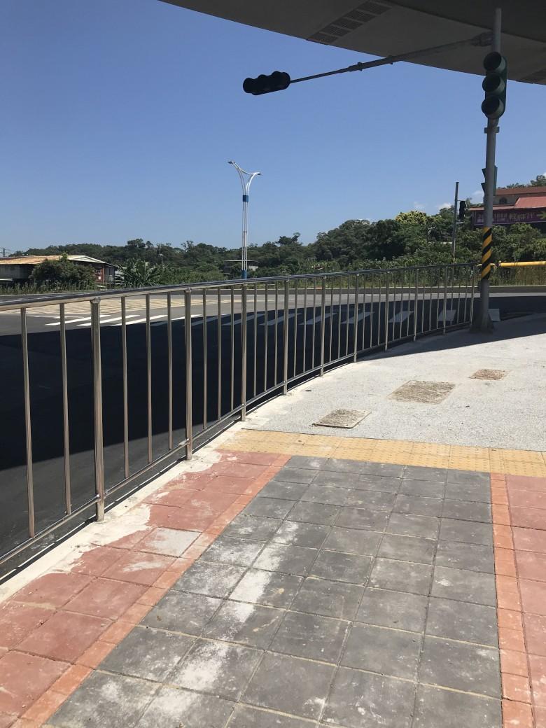 人行道欄杆